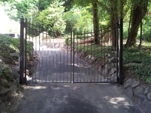 Ondimental Iron Scallop Double Estate Gate