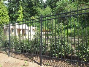 OI Versai 3 Rail Spear Point Fence