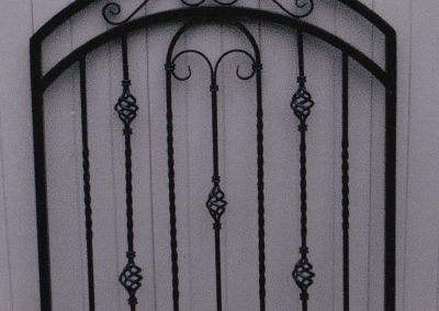 Arched OI Gate with Baskets